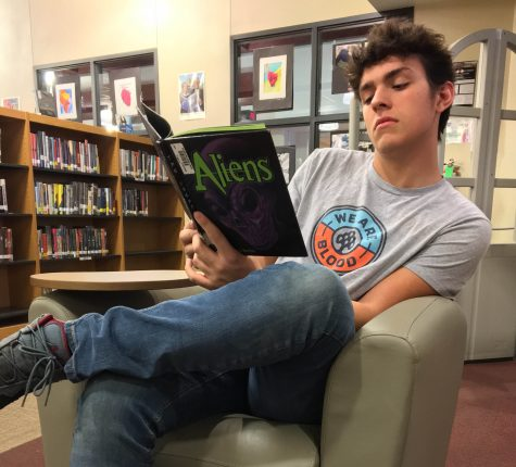 Students ponder perfect reading spots